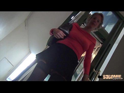 Ruwe Anale Seks En Squirting Voor Deze Cougar Moeder