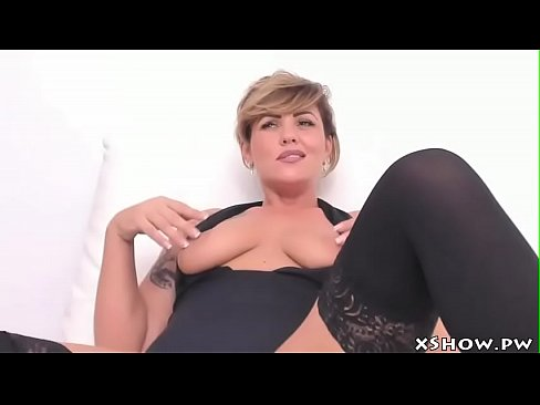 Cougar Cute Mother Cam Show Masturbating