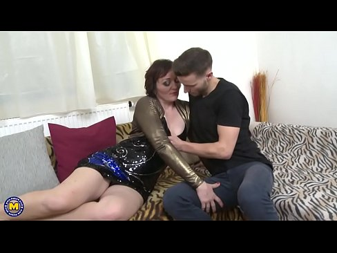 Horny Housewife Jara Doing Her Toyboy