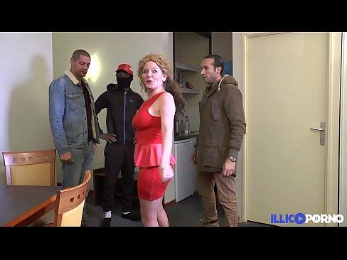 Shaîna Baise Cagoulée Avec Sa Copine Elisabeth [Full Video]